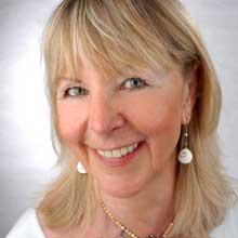 Portraitfoto unserer Astrologin Evelyn Weishäupl